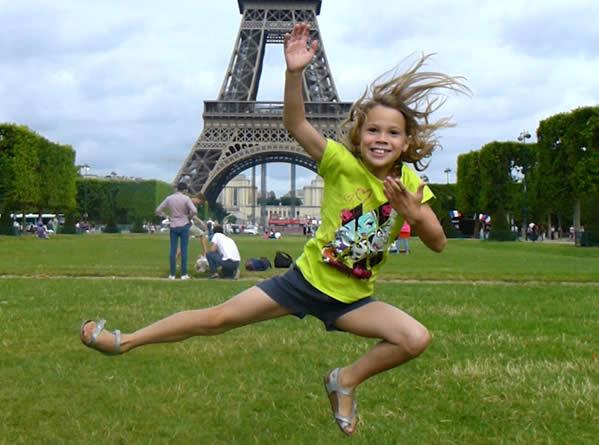 Met de trap bovenop de Eiffeltoren
