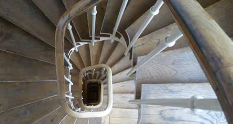 De echte allerkleinste keuken van Parijs bereik je pas na 7 trappen