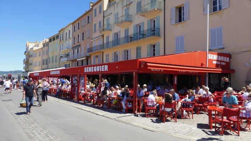 Pak een terrasje in Saitn-Tropez