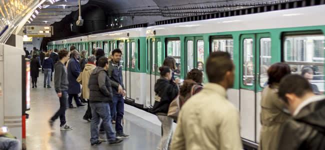 Zakkenrollers in de Metro van Parijs