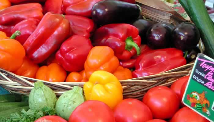 Groente kopen op de markt in Frankriijk