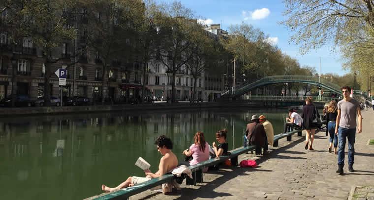 Voorjaar aan het Canal St Martin in Parijs