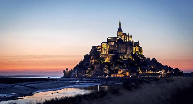 Romantische zonsondergang Mont Saint Michel