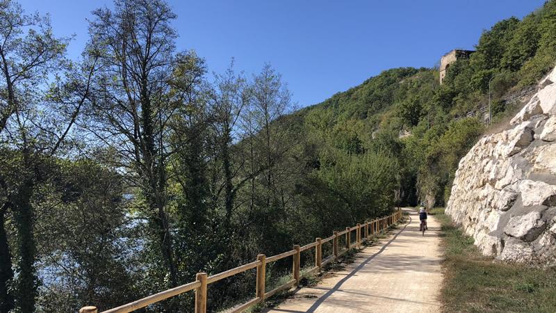 Fietsen langs de Lot van Fumel naar Puy-L'Évèque