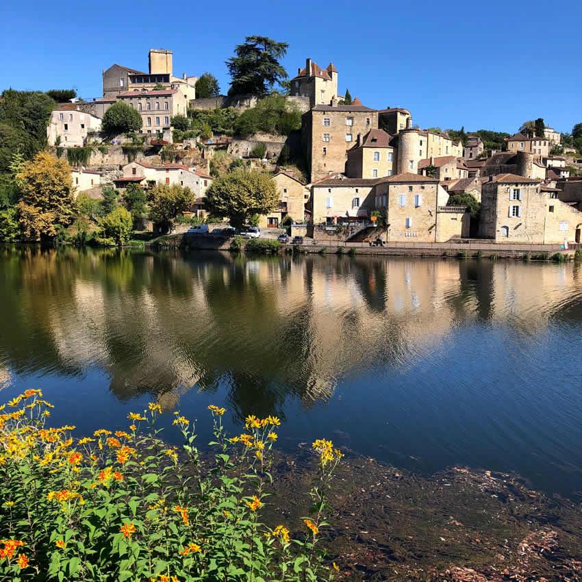Fietsen bij de Lot naar Puy-l'Évêque